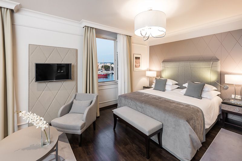 Hotel Bastion -  Deluxe Rooms